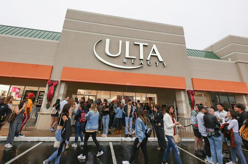 HOUSTON, TX - NOVEMBER 18: Fans gather at local Ulta Beauty in Houston to greet Kylie Jenner. The impromptu visit to promote the exclusive launch of Kylie Cosmetics sparked hundreds of excited attendees. at The Galleria on November 18, 2018 in Houston, Texas. (Photo by Rick Kern/Getty Images for Ulta Beauty)