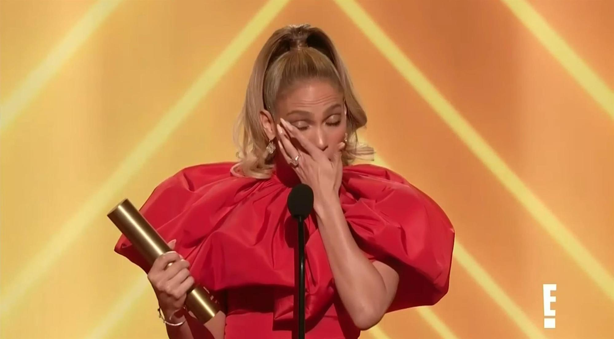 People's Choice: Jennifer Lopez gets emotional as she accepts icon award
