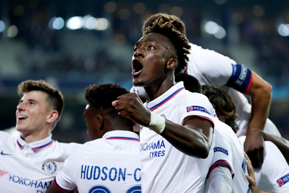 LILLE, FRANCE - OCTOBER 2: Mason Mount of Chelsea FC, Tammy Abraham of Chelsea FC celebrate 1-2 during the UEFA Champions League  match between Lille v Chelsea at the Stade Pierre Mauroy on October 2, 2019 in Lille France (Photo by Angelo Blankespoor/Soccrates/Getty Images)