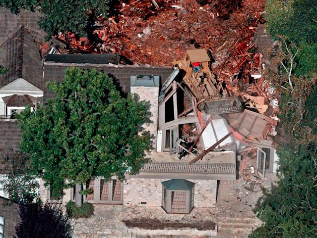 <p>Crews demolish the former home of O.J. Simpson, Wednesday, July 29, 1998, in the Brentwood area of Los Angeles, Calif. (Photo: Mark J. Terrill/AP) </p>