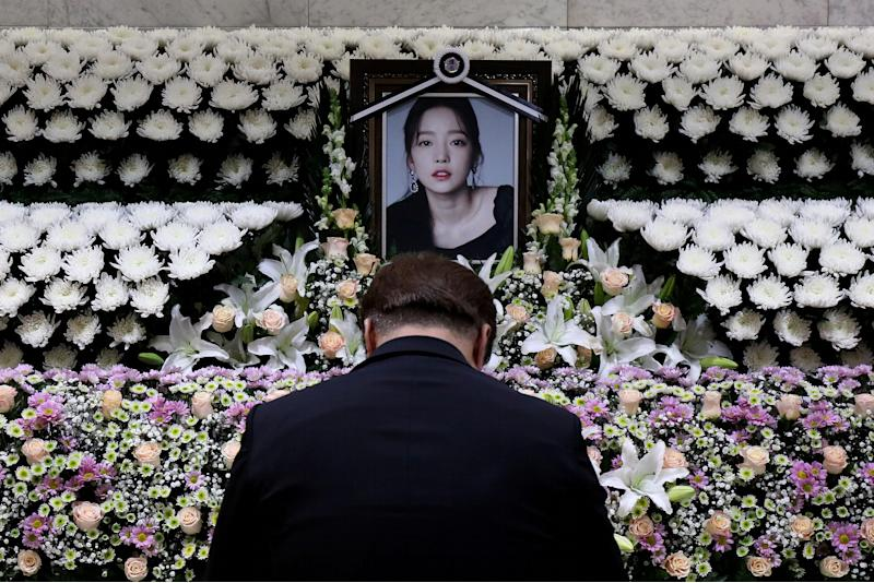 A man pays tribute at a memorial altar as he makes a call of condolence in honour of the K-pop star Goo Hara at the Seoul St. Mary's Hospital in Seoul, South Korea November 25, 2019. Chung Sung-Jun/Pool via REUTERS