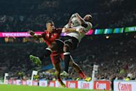 Fiji's Nemani Nadolo (R) scores a try against England's Anthony Watson during their 2015 Rugby World Cup opening match at Twickenham on September 18, 2015 (AFP Photo/Glyn Kirk)