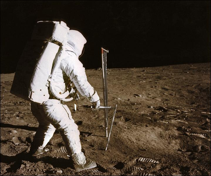 Astronaut Buzz Aldrin conducts an experiment on the moon's surface in this photo taken by his colleague Neil Armstrong, the first man to tread Earth's satellite, during the Apollo XI space mission on July 21, 1969 (AFP Photo/-)