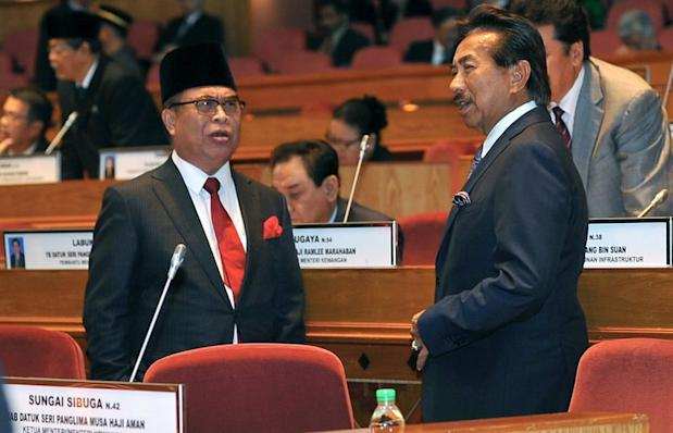 Sabah Chief Minister Datuk Seri Musa Aman (right) dismissed rumours of an early state election. — Bernama pic