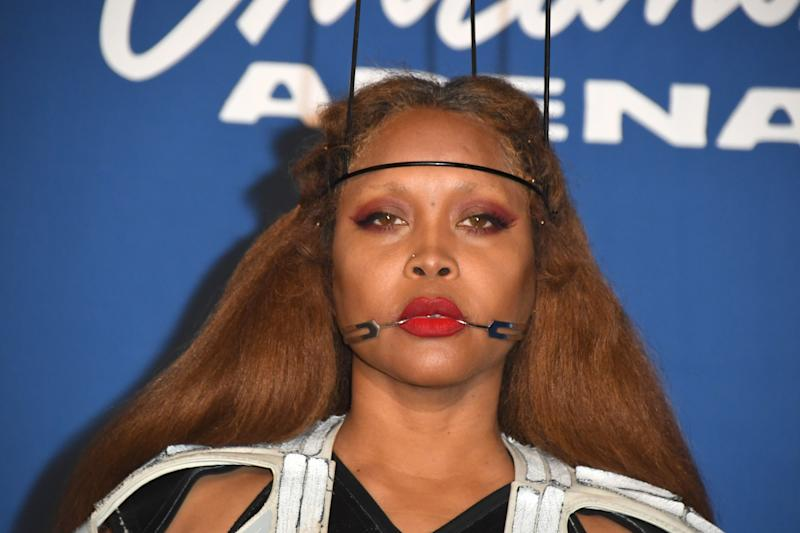Erykah Badu booed during concert after 'defending' R Kelly