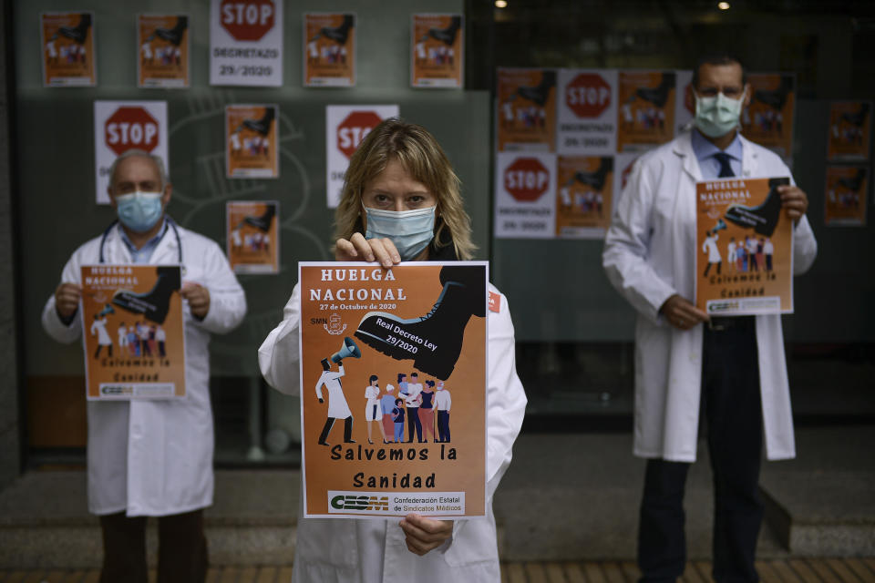 Health services members calling for a general strike and demanding more labor protection on their jobs, in Pamplona, northern Spain, Tuesday, Oct. 27, 2020, while Spain suffer a second strong pandemic crisis by COVID-19.(AP Photo/Alvaro Barrientos)