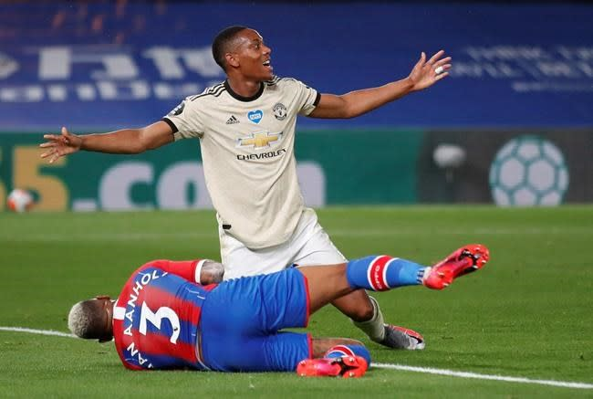 Leicester, Man Utd win to guarantee final-day shootout in PL