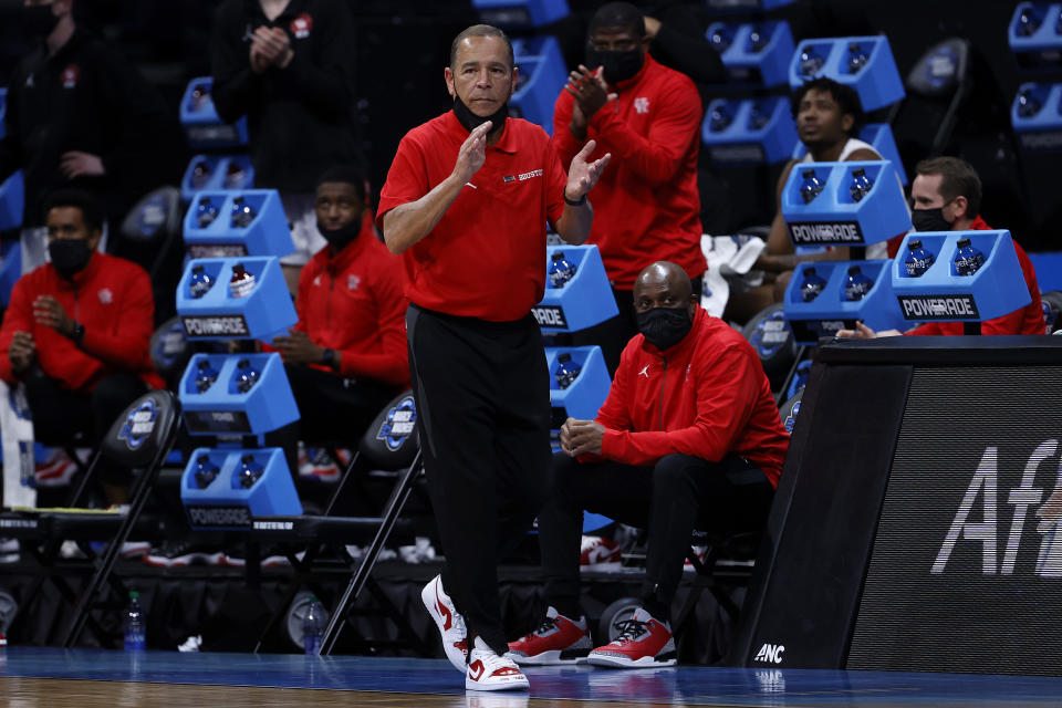 Houston coach Kelvin Sampson reacts during the second half in the Elite Eight against the Oregon State Beavers at Lucas Oil Stadium on March 29, 2021 in Indianapolis, Indiana. (Photo by Jamie Squire/Getty Images)