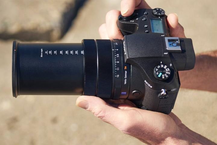 Should You Buy a DSLR or Point and Shoot Digital Camera