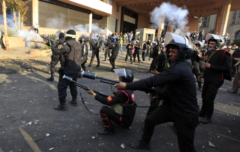 Egypt clashes spill into landmark Cairo hotel