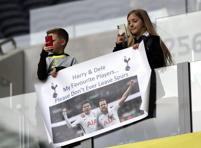 Young fans displayed a banner urging Kane to stay