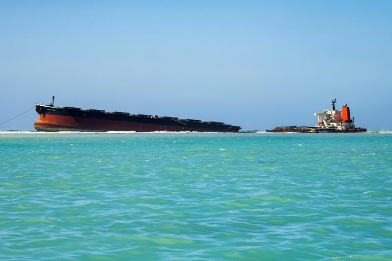 2 dead as Mauritius oil spill clean-up boats collide