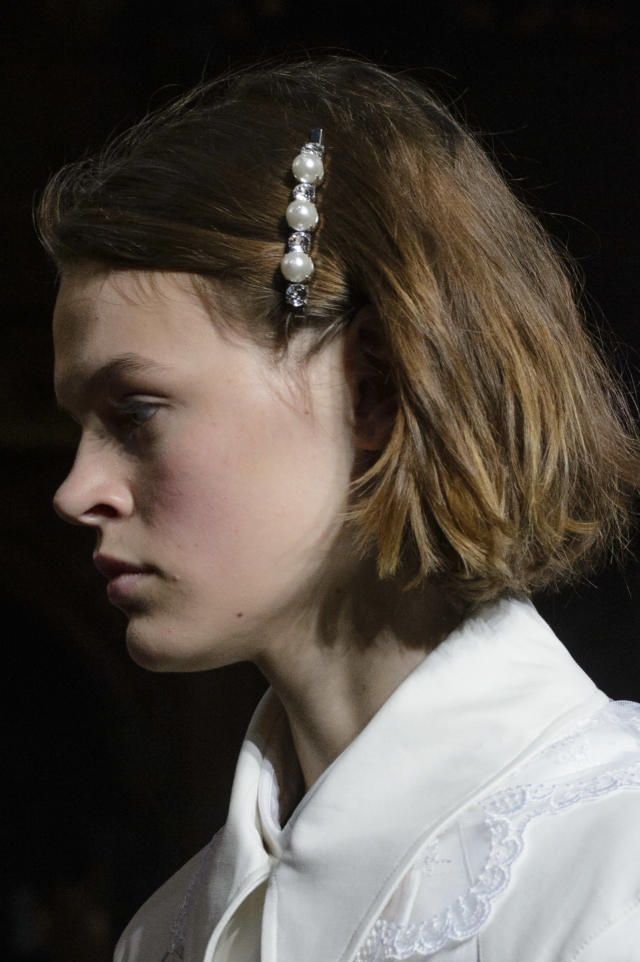 <p><i>Pearl-lined barrette from the SS18 Simone Rocha collection. (Photo: ImaxTree) </i></p>
