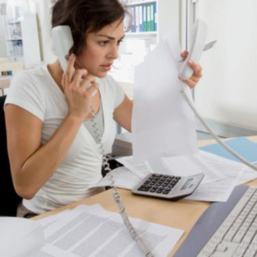 Businesswoman-working-at-desk_web