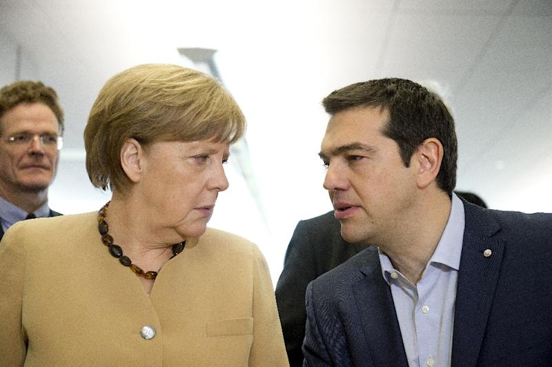German chancellor Angela Merkel (L) talks with Greek Prime Minister Alexis Tsipras at the EU eastern Partnership Summit in Riga, on May 22, 2015 (AFP Photo/Alain Jocard)