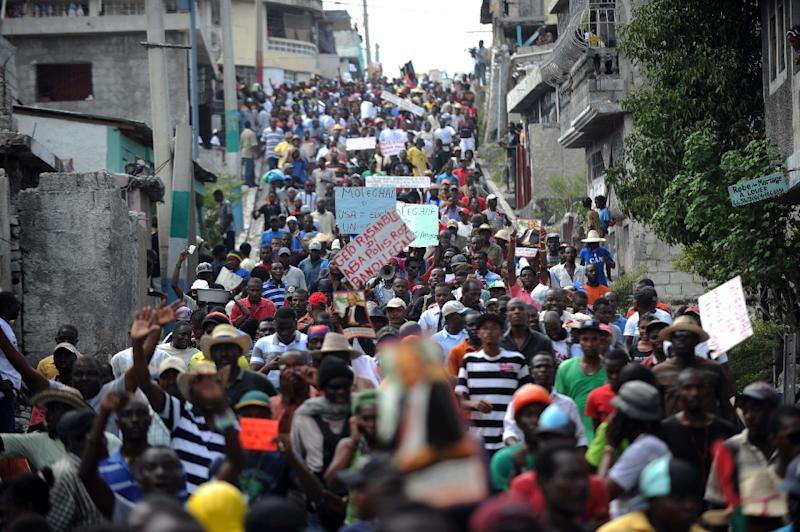 Demonstrators stage a protest in Port au Prince after Haiti's government announced it was postponing long-delayed legislative and municipal elections that had been due to be held October 26, 2014 (AFP Photo/Hector Retamal)
