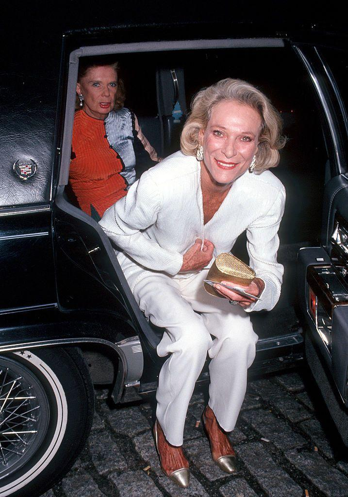 <p>Arriving at the Brooklyn Academy of Music in New York to watch Britain's National Theatre present Richard III, dressed in a chic all-white suit. </p>