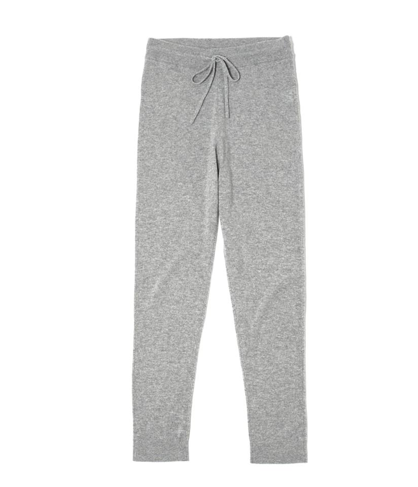 "<p>The Cashmere Sweatpant, $140, <a rel=""nofollow"" href=""https://www.everlane.com/collections/womens-gift-guide-2016/products/womens-cashmere-sweatpant-black"">everlane.com</a> </p>"