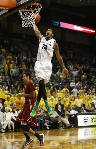 Oregon's Carlos Emory (33) dunks after a turnover in front of Washington State defender Dexter Kernich-Drew during the second half of Washington State's game against Oregon in an NCAA college basketball game at Matthew Knight Arena in Eugene, Ore. Wednesday Jan 23, 2013. Oregon defeated Washington State 68-61. (AP Photo/Brian Davies)