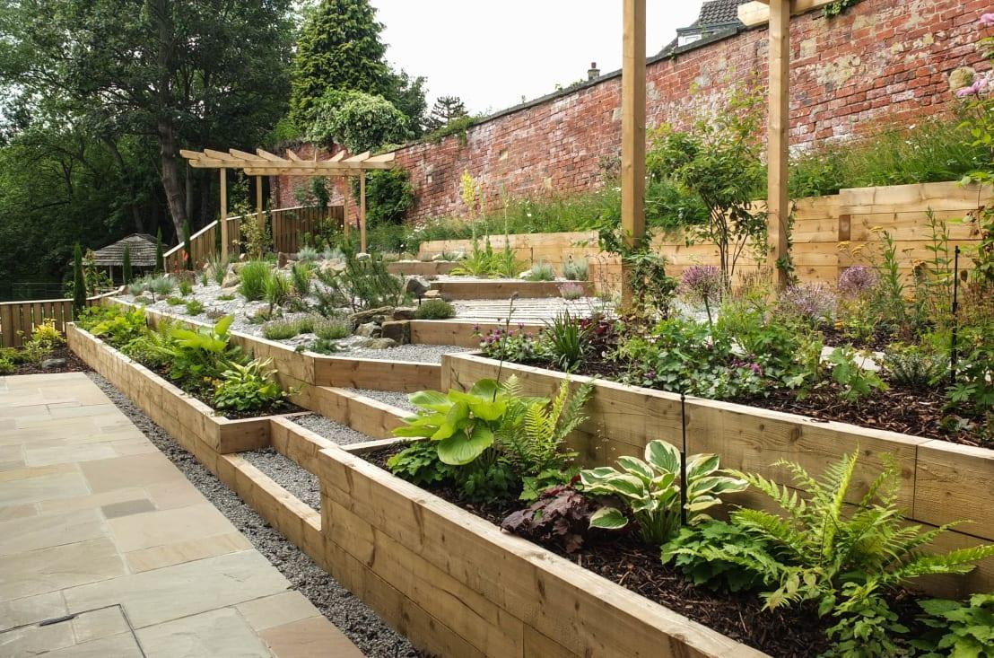 <p>Modern gardens always seem to be a contemporary take on recognised motifs, such as Japanese zen installations or, as seen here, vegetable gardens. There will usually be neat and orderly plant beds, tucked in with chic gravel or stone chips and finished beautifully with a patio.</p><p>Disadvantages of modern gardens is that weeds really disrupt the look, meaning that regular weedkiller applications will be needed, as will mulch top-ups, to hide the pesky critters.</p>  Credits: homify / J B Landscapes LTD