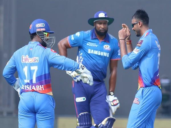 DC players celebrate the fall of an MI wicket. (Photo: Twitter/IPL)