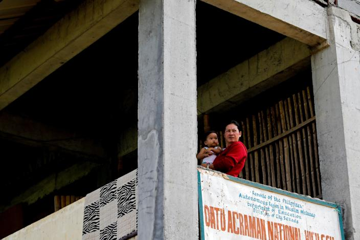 Marie Dalama Acampong, 37, carries her 1-year-old daughter Norlaila at the school-turned-evacuation center in Mipaga, Marawi City, Lanao del Sur province, Philippines. (Photo: Eloisa Lopez/Reuters)