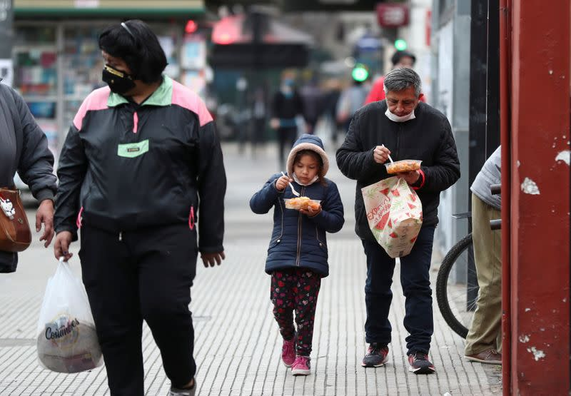 Argentines battle rising poverty and hunger, with or without debt deal