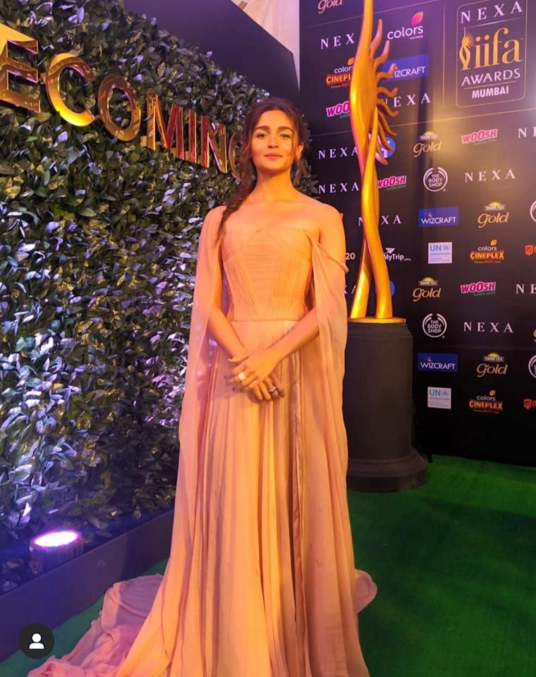 'When you go to an award function, you gotta look like an award.' This seems to be the rule, Alia Bhatt lives by. She arrived at the IIFA looking like a total Greek goddess in her in Georges Chakra haute couture. The flowing gown came with a generous fair, and featured an inbuilt corset and extended trails. The nude make-up with a scoop full of highlighter, shimmery eyes and french braid with loose strands framing her delicate face rounded off the look. We love.
