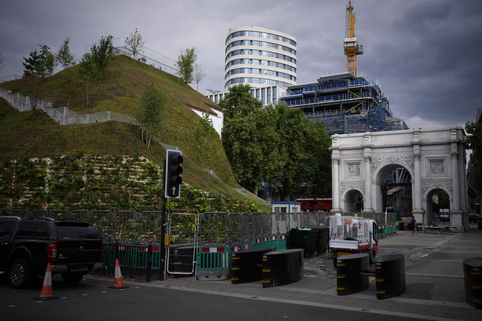 """The newly built """"Marble Arch Mound"""" after it was opened to the public next to Marble Arch in London, Tuesday, July 27, 2021. The temporary installation commissioned by Westminster Council and designed by architects MVRDV has been opened as a visitor attraction to try and entice shoppers back to the adjacent Oxford Street after the coronavirus lockdowns. (AP Photo/Matt Dunham)"""