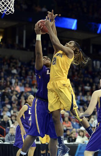 California's Reshanda Gray (21) shoots against LSU's Derreya Youngblood in the first half of a regional semifinal game in the NCAA women's college basketball tournament, Saturday March 30, 2013 in Spokane, Wash. (AP Photo/Jed Conklin)