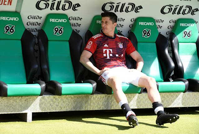 Soccer Football - Bundesliga - Hannover 96 vs Bayern Munich - HDI-Arena, Hanover, Germany - April 21, 2018 Bayern Munich's Robert Lewandowski sat on the bench before the match REUTERS/Fabian Bimmer DFL RULES TO LIMIT THE ONLINE USAGE DURING MATCH TIME TO 15 PICTURES PER GAME. IMAGE SEQUENCES TO SIMULATE VIDEO IS NOT ALLOWED AT ANY TIME. FOR FURTHER QUERIES PLEASE CONTACT DFL DIRECTLY AT + 49 69 650050