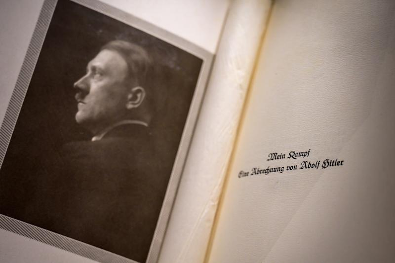 Libro original de Adolf Hitler, 'Mi Lucha'. (FABRICE COFFRINI/AFP via Getty Images)