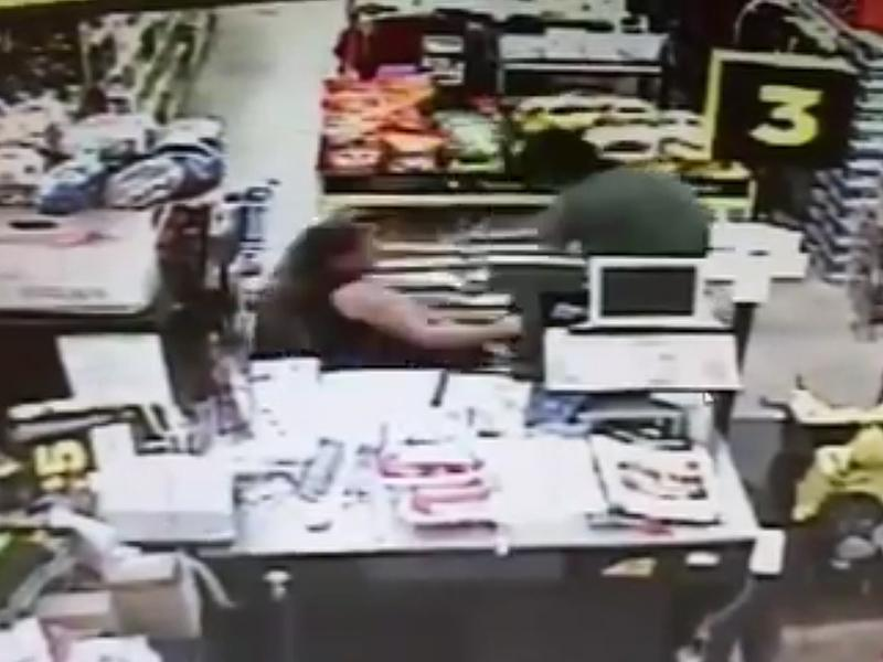 Terrifying Video Shows Florida Man Trying to Drag Teen Girl Out of Grocery Store in Failed Kidnapping Attempt| Crime & Courts, Kidnapping, True Crime, True Crime