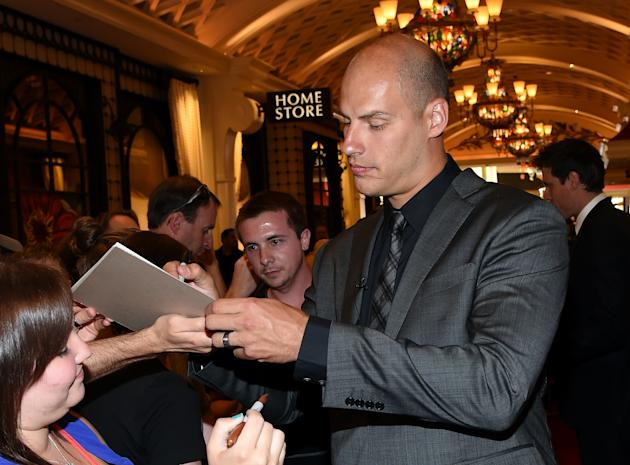 Ryan Getzlaf of the Anaheim Ducks arrives on the red carpet prior to the NHL Awards at the Encore Theater at Wynn, in Las Vegas, on June 24, 2014 (AFP Photo/Ethan Miller)