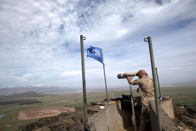 <p>UN soldiers watch the border between Israeli and Syria, in the Golan Heights, Feb. 10, 2018. (Photo: Atef Safadi/EPA-EFE/REX/Shutterstock) </p>