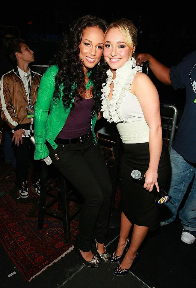 "Hayden gave the star of the night, Alicia Keys, a quick hug before the Grammy winner hit the stage for a remarkable performance of her #1 hit single, ""No One,"" from her recently-released platinum effort, ""As I Am."" Dimitrios Kambouris/<a href=""http://www.wireimage.com"" target=""new"">WireImage.com</a> - December 14, 2007"