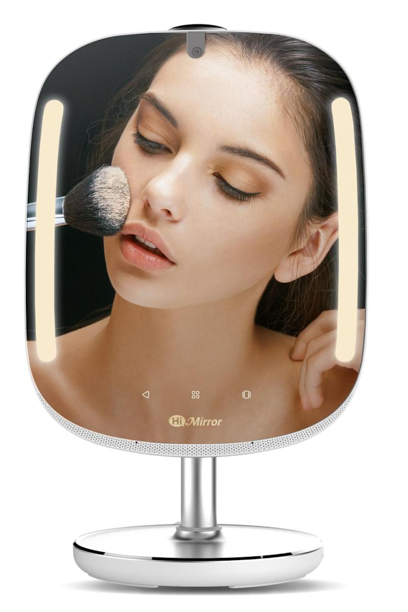The HiMirror analyses your skin, as well as streams music and exercise videos (HiMirror)