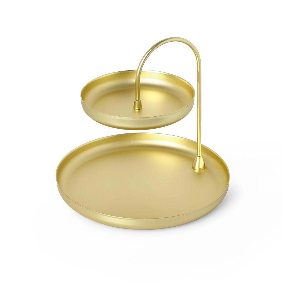 """Available in matte gold or silver, Umbra's Poise Large Jewelry Tray is the perfect catch-all for all of their accessories and knick-knacks. Your disorganized friend will have to admit that it looks much more stylish and presentable than whatever shoe box they were using prior.<br> <br> <strong>$30 to $35</strong> (<a href=""""https://www.amazon.com/Umbra-Jewelry-Attractive-Storage-Two-Tiered/dp/B01MY2RLUY"""" rel=""""nofollow noopener"""" target=""""_blank"""" data-ylk=""""slk:Shop Now"""" class=""""link rapid-noclick-resp"""">Shop Now</a>)"""