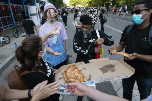 Pizza handed out to protestors near the White House
