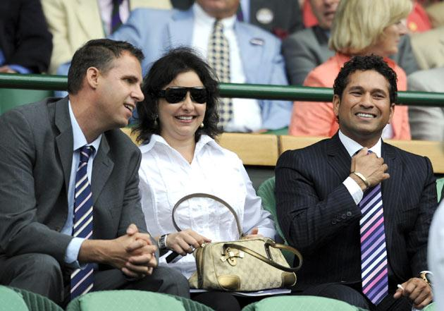 Indian cricketer Sachin Tendulkar (2R) and his wife Anjali (C) attend the men's final tennis match between Switzerland's Roger Federer and  US Andy Roddick  on Day 13 at the 2009 Wimbledon tennis championships at the All England Club on July 5, 2009. The event, the third Grand Slam tournament of 2009, runs from June 22  to  July  5, 2009.   AFP PHOTO / ADRIAN DENNIS