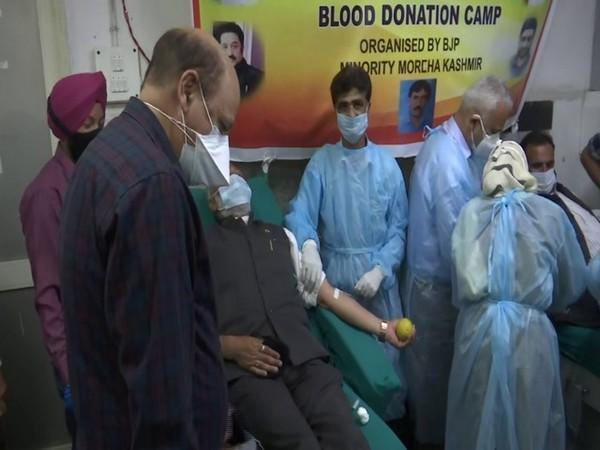 BJP workers donate blood in J-K's Srinagar on completion of 7 yrs of govt in Centre (photo/ANI)