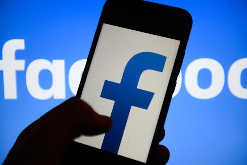 Facebook and Whatsapp can't be deleted from many smartphones