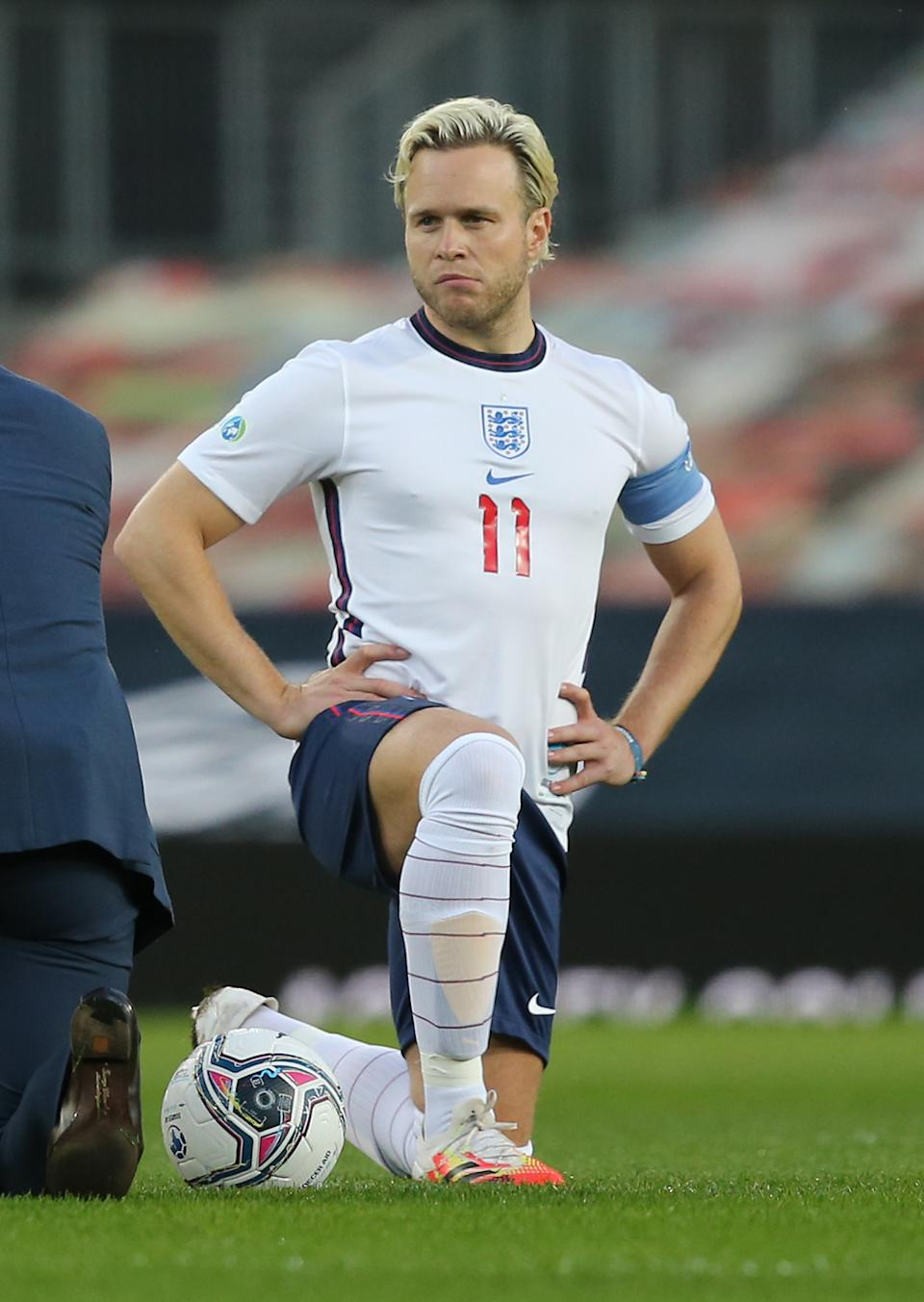 MANCHESTER, ENGLAND - SEPTEMBER 06: Olly Murs of England takes a knee in support of the Black Lives Matter campaign ahead of the Soccer Aid for Unicef 2020 match between England and Rest of the World at Old Trafford on September 06, 2020 in Manchester, England. (Photo by John Peters/Manchester United via Getty Images)