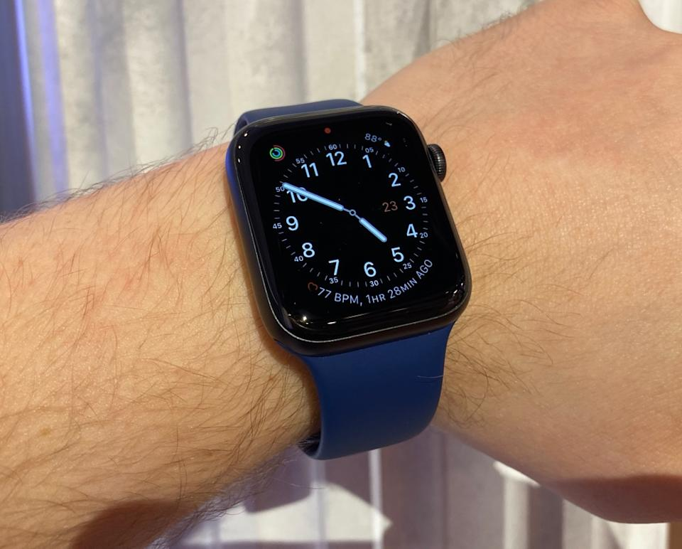 The Apple Watch Series 5's always-on display lowers the screen's brightness and removes the second hand, saving battery life. (Image: Howley)