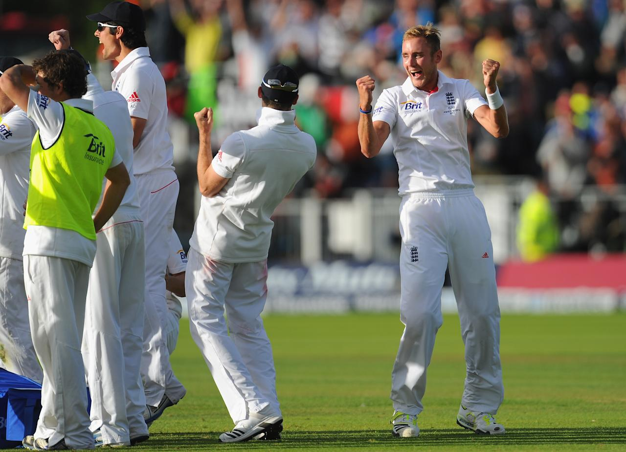 CHESTER-LE-STREET, ENGLAND - AUGUST 12:  England bowler Stuart Broad (r) celebrates with team mates after dismissing Brad Haddin after referal during day four of 4th Investec Ashes Test match between England and Australia at Emirates Durham ICG on August 12, 2013 in Chester-le-Street, England.  (Photo by Stu Forster/Getty Images)