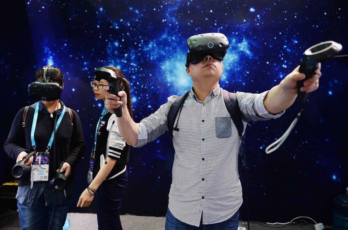 SHANGHAI, CHINA - MAY 11: (CHINA OUT) Visitors experience VR (virtual reality) devices during the CES Asia 2016 on May 11, 2016 in Shanghai, China. (Photo by VCG/VCG via Getty Images)