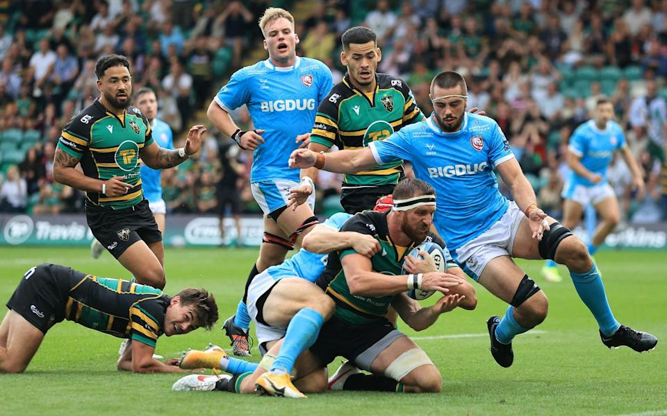 Tom Wood of Northampton Saints dives to score their fourth try during the Gallagher Premiership Rugby match between Northampton Saints and Gloucester Rugby at Franklin's Gardens on September 18, 2021 in Northampton, England. - GETTY IMAGES