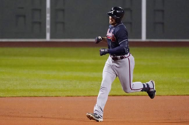 Duvall hits 3 HRs, Braves beat Red Sox 7-5 to finish sweep