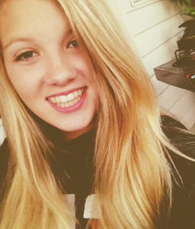 Sara Manitoski died at the age of 16 due to toxic shock syndrome. Image via Facebook.