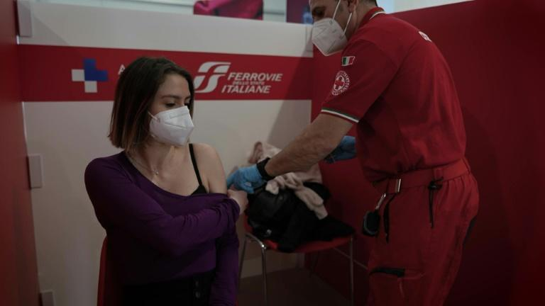 Vaccination campaign in Rome continues despite delays across Italy